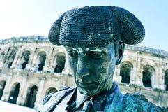 斗牛士Nimeno雕象II和罗马圆形露天剧场在尼姆, 库存图片
