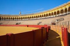 斗牛竞技场, plaza de toros在塞维利亚,西班牙 免版税库存照片