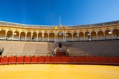 斗牛竞技场, plaza de toros在塞维利亚,西班牙 免版税图库摄影