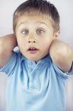 斗眼的小男孩 图库摄影