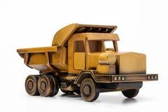翻斗车黄色玩具汽车由木头制成 免版税库存图片