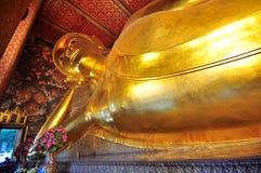 斜倚的大菩萨图象Wat Pho 免版税图库摄影