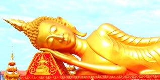 斜倚的菩萨图象在老挝 免版税库存图片