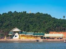 斜倚的菩萨在Myeik,缅甸 库存图片