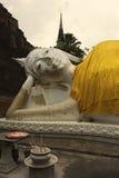 斜倚的菩萨在Wat亚伊柴Mongkol在阿尤特拉利夫雷斯 图库摄影