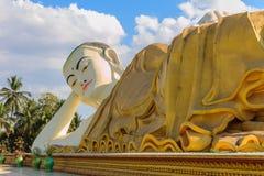 斜倚的菩萨,在缅甸(Burmar)的Bago 免版税图库摄影