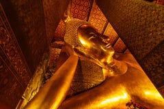 斜倚的菩萨, Wat Pho,泰国 免版税库存照片