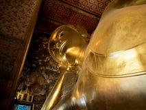 斜倚的菩萨(睡眠菩萨) Wat Pho寺庙在曼谷 库存照片