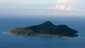 斜堤Trois Freres自然痕迹视图在塞舌尔群岛 免版税图库摄影