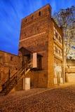 斜塔在夜之前在托伦 图库摄影