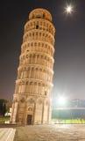 斜塔在夜之前 图库摄影