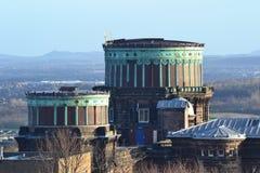 斜纹呢衬是可能防御大教堂dugald爱丁堡留下的giles小山纪念碑pentland权利被看见的地平线st斯图尔特冠上 免版税库存照片