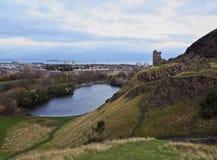 斜纹呢衬是可能防御大教堂dugald爱丁堡留下的giles小山纪念碑pentland权利被看见的地平线st斯图尔特冠上 图库摄影