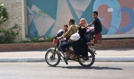 斜背式的汽车摩托车 免版税图库摄影