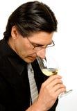 斟酒服务员品尝师酒 免版税库存图片