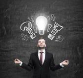 斡旋的经理考虑关于新的企业想法 免版税库存照片