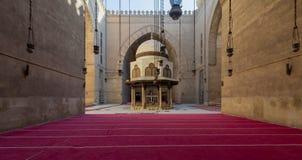 斡旋阿尔苏丹Al查希尔Barquq清真寺,开罗,埃及的庭院洗净液喷泉 免版税库存照片