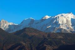 断层块勃朗峰在秋天 免版税库存照片