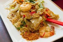断送kee毛面条填充泰国大虾的米 库存照片