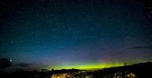 斯凯岛北极光和星小岛  库存图片