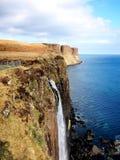 斯凯岛苏格兰男用短裙岩石瀑布小岛  免版税库存照片