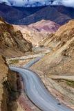 斯利那加Leh国道NH-1在喜马拉雅山 Ladakh,印度 库存图片