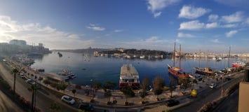 斯利马,马耳他- 2018年5月:盛大港口全景在瓦莱塔 库存照片