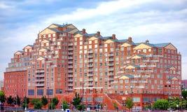 斯卡利特位置大厦在东部巴尔的摩的港口 库存图片