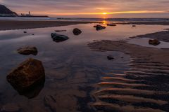 斯卡巴勒南海滩春天日出 库存图片