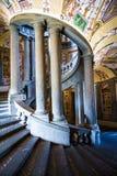 斯卡拉REGIA,别墅Farnese主要楼梯在卡普拉罗拉,意大利 免版税库存图片