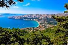 巴斯卡鸟瞰图亚得里亚海的镇  库存照片