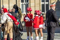 斯图加特,德国- 2018年2月19日:在狂欢节季节期间,人享用忏悔节 免版税图库摄影