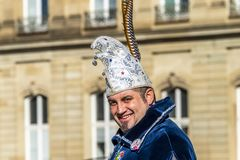 斯图加特,德国- 2018年2月19日:Shrove的忏悔节微笑的人在狂欢节期间晒干 免版税库存图片