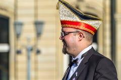 斯图加特,德国- 2018年2月19日:Shrove的忏悔节微笑的人在狂欢节期间晒干 库存照片