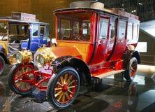 斯图加特,德国31日2012年:在默西迪丝博物馆的博览会的葡萄酒汽车 免版税图库摄影