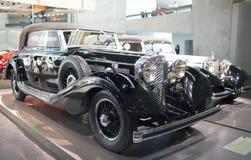 斯图加特,德国31日2012年:在默西迪丝博物馆的博览会的葡萄酒汽车 库存照片