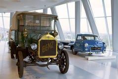 斯图加特,德国31日2012年:在默西迪丝博物馆的博览会的葡萄酒汽车 免版税库存图片