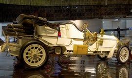斯图加特,德国- 2016年2月10日:博物馆奔驰车鞭痕内部  库存照片