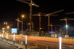 建造场所斯图加特21在晚上 免版税库存图片