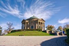 斯图加特Grabkapelle秋天下午小束的云彩壁角到来 免版税库存图片