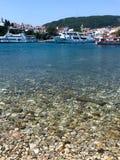 斯基亚索斯岛和口岸看法  免版税图库摄影