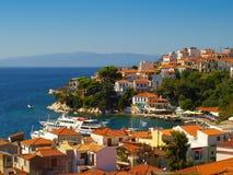 斯基亚索斯岛市的全景,斯基亚索斯岛海岛,希腊 免版税图库摄影