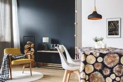 斯堪的纳维亚家具内部 免版税库存照片