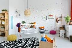 斯堪的纳维亚样式婴孩` s室 免版税库存图片