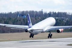 斯堪的纳维亚航空公司, SAS,空中客车A330 - 343登陆 免版税库存图片