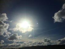 斯堪的纳维亚午间天空 免版税库存照片