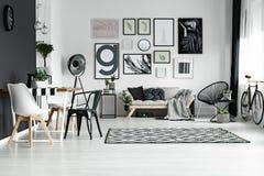 斯堪的纳维亚样式的室 库存照片
