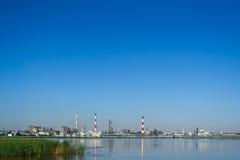 斯塔夫罗波尔边疆区 布琼诺夫斯克 湖的石油化工厂 免版税库存图片