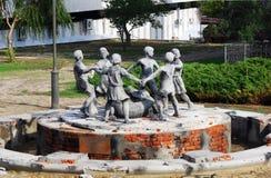 斯大林格勒争斗战争纪念建筑在伏尔加格勒,俄罗斯 对跳舞的孩子的纪念碑 免版税库存照片