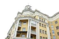 斯大林的帝国 克麦罗沃,俄罗斯- 2014年6月05日 大厦在克麦罗沃市,克麦罗沃州地区的首都,西伯利亚,斯大林主义ar 库存照片